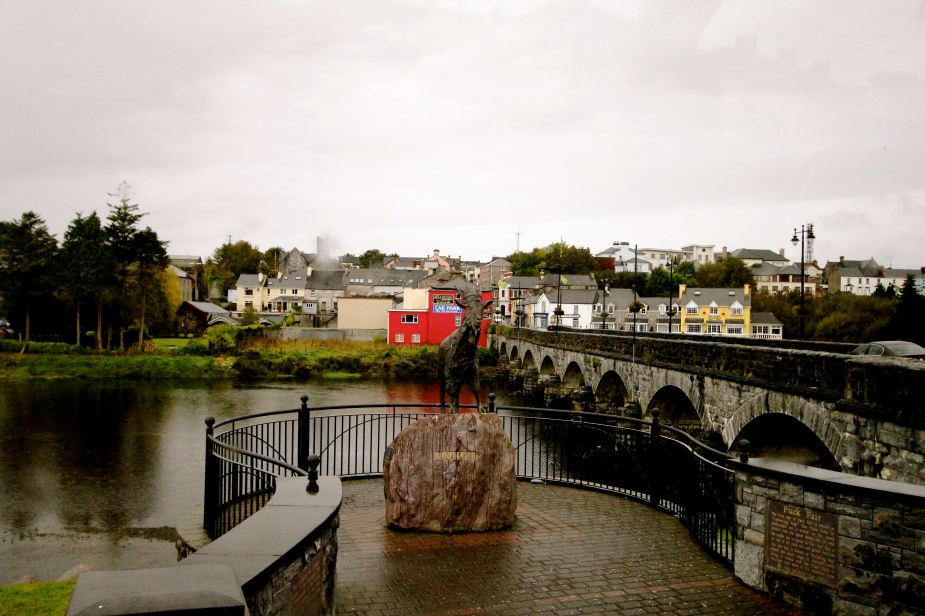 The goat statue? This is the town of Killorglin. Each August, the oldest fair in Ireland is held in honor of the King Goat. A young school girl from one of the local schools goes with a group into the mountains to find a small goat to bring back to the town. It is placed in a large cage and lifted into the air where it is celebrated for 3 days. The legend of the origin of this fair goes back to early 1600s when the English army led by Cromwell was taking over Ireland. As his army advanced to the town, a small goat was scared by the army and ran into the town in the middle of the night waking up the town's people. Thinking it was strange that a goat was making so much noise in the middle of the night, the people knew it had to have been scared by the British, which gave them time to hide from the army where they survived the night.....whatever....sounds like a good reason to have a pint of Guinness.