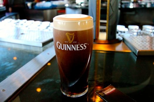 ...a complementary pint of Guinness...don't mind if I do....but to drink it properly, you have to wait at least 2 minutes to allow it to settle....and it was DELICIOUS!!