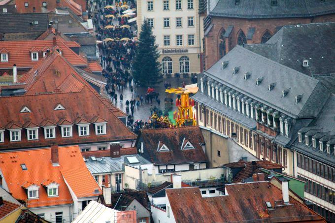 Zooming into the Christmas Market at Marketplatz