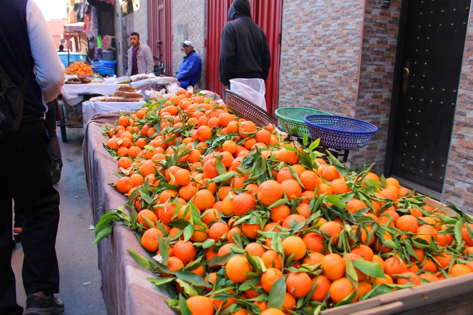 """And, talk about """"fresh"""" oranges....can they get any fresher than this with the tree leaves still attached and green? BTW, these were the sweetest tasting oranges we have ever had!!"""