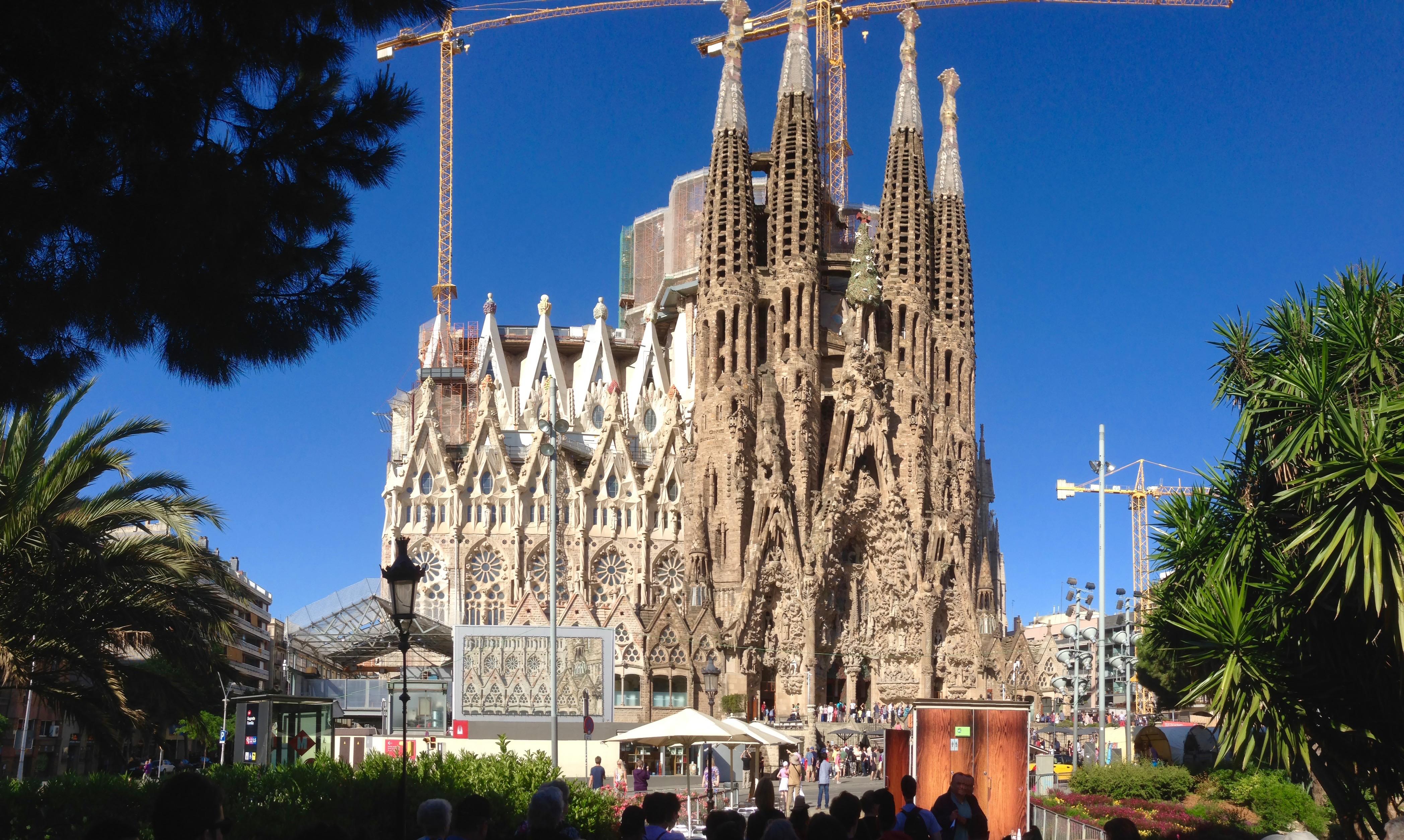 Back to beautiful barcelona an easy tour of the sagrada for Familia barcelona