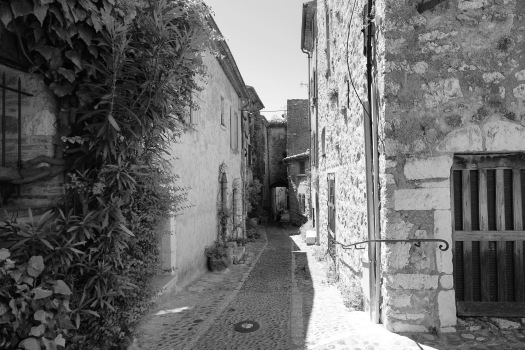 Or making a picture black and white to determine if it is the year 2015 or 1315...no cars are allowed within the village walls.